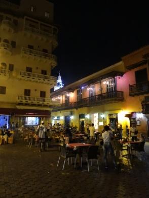 Plaza Santo Domingo à noite