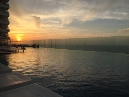 Piscina infinita no Intercontinental Cartagena